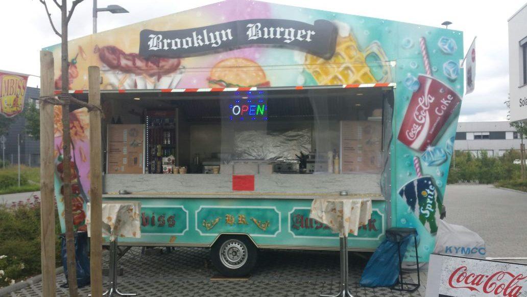 Imbisswagen Bratwurst Currywurst Pommes Burger Steak - Imbiss mieten Wiesbaden Mainz - Imbiss Wagen für Event Veranstaltung mieten Wiesbaden Mainz